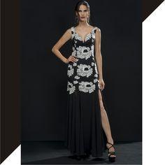 Power P&B! Vestido de renda floral ultrafeminino e elegante confirmando as tendências das fendas também para o Inverno! É para DIVAR!💃    Vestido::1171437    #inverno2017 #reginasalomao #NewCollection #FashionTrends #pretoebranco #dress