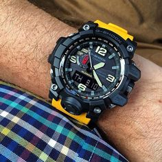 The famous G-Shock MUDMASTER!! Great wrist shot @breguetplease! | Specs: wcent.re/gwg-1000-1a9