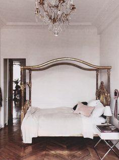 Champanhe com Torresmo by Cláudia Boechat: Apartamento clássico e moderno em Paris