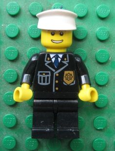 Lego POLICE Minifigure Cop Chief Tie Badge Officer CITY Town 7744 3658 cty098
