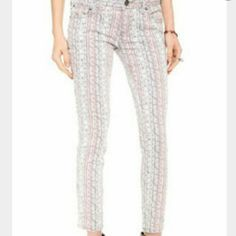 """Free People patterned Skinny Jeans Free people Patterned skinny Jeans. These are cute & fun, wear all year round. SZ 27(4) /26.5L rise is 8"""" Free People Jeans Skinny"""