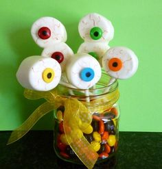 Eyeball Marshmallow Pops