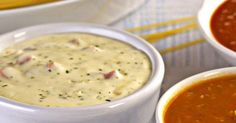 100 g de manteiga   - . 1 cebola média ralada   - . 250 g de presunto picado   - . 1 xícara (chá) de salsa picada   - . 1 lata de creme de leite   - . 2 colheres (sopa) de queijo parmesão ralado