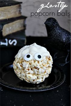 Ghostly Popcorn Balls and 50 more popcorn ball ideas for you to try #Halloween