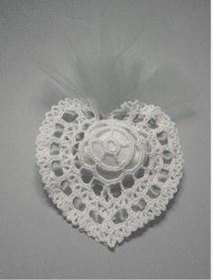 crochet heart favor with diagram