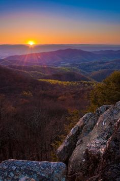 Sunset over the Appalachian Mountains from Bearfence Mountain, located at the Appalachian Trail in Shenandoah National Park, Virginia. #Virginia