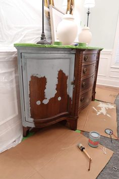 valspar chalk paint half applied to stained credenza Dark Wood Furniture, Chalk Paint Furniture, Refurbished Furniture, Furniture Projects, Furniture Makeover, Diy Furniture, Barbie Furniture, Furniture Design, Garden Furniture