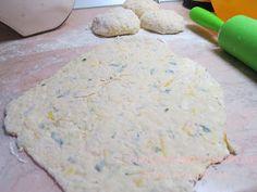 Τηγανίτες με τυριά και τριμμένο κολοκυθάκι! Για πρωινό είναι υπέροχες…. για βραδινό με μπυρίτσα δεν το συζητώ!!! Πολύ ε... Mashed Potatoes, Appetizers, Cheese, Snacks, Ethnic Recipes, Blog, Pizza, Whipped Potatoes, Smash Potatoes