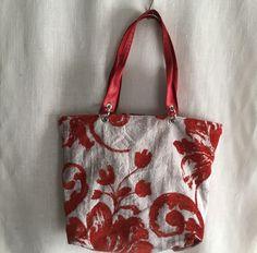 Un favorito personal de mi tienda Etsy https://www.etsy.com/es/listing/470189042/tote-tapiceria-floral-rojos