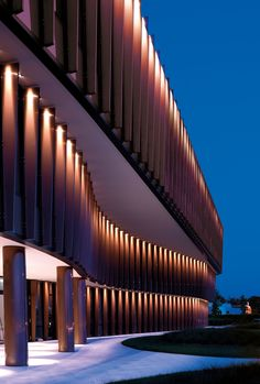 Twinset's headquarter: how to illuminate a glass facade equipped with sunblinds architecture Parametric Architecture, Futuristic Architecture, Facade Architecture, Amazing Architecture, Chinese Architecture, Umea, Facade Lighting, Exterior Lighting, Architectural Lighting Design