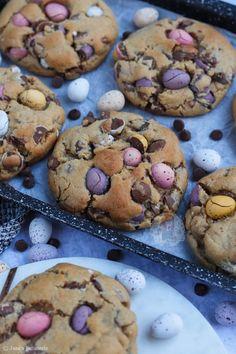 Mini Egg Recipes, Sweet Recipes, Baking Recipes, No Egg Cookie Recipe, Easter Cookie Recipes, Mini Eggs Cake, Mini Eggs Cookies, Brownie Recipes, Cake Recipes