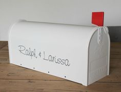 Gave gepersonaliseerde enveloppendoos voor je bruiloft! Awesome idea, wedding box for envelopes //