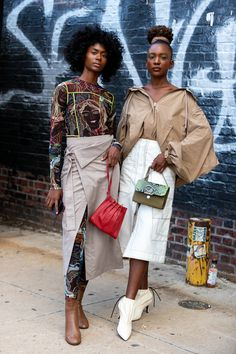 The Best Street Style at New York Fashion Week 2019 teenvogue Best Street Style, Nyfw Street Style, Spring Street Style, Street Chic, Street Style Women, Street Styles, Weird Fashion, Black Girl Fashion, Look Fashion