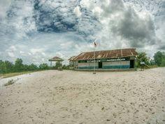 @Regrann from @hatswijaya -  Symbol of HOPE #SdMuhammadiyah #Gantong #Belitung #LaskarPelangi #Manggar #Indonesia #Billiton #Regrann Belitung, Paradise, Cabin, House Styles, Places, Instagram Posts, Home, Decor, Decoration