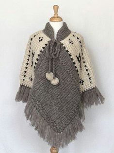Poncho gris y manteca. Poncho - Natural (I'm thinking grannie squares along the shoulder instead of white knits - ?) Items are sold at storesBilledresultat for ponchos clothingPoncho - Natural --idea only no patternCould crochet this, make four equal Poncho Knitting Patterns, Knitted Cape, Poncho Shawl, Crochet Poncho Patterns, Crochet Scarves, Crochet Shawl, Knitting Designs, Crochet Clothes, Baby Knitting
