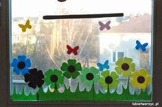 Łąka - wiosenna dekoracja okienna w przedszkolu :)  #pociag   #przedszkole… Classroom Window Decorations, School Decorations, Classroom Decor, Spring Decoration, Class Decoration, Kindergarten Design, Diy And Crafts, Paper Crafts, Spring Crafts For Kids