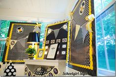 Absolutely in love with this color theme (black, white & bright yellow).
