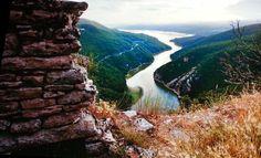 Lago di Corbara in Umbrie door Steve #McCurry in 'Sensational Umbria' #wanderlust | www.regioneumbria.eu