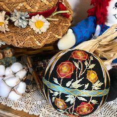 . アメリカンカントリー風 . #americancountry #rose #flower #temari #temariball #handmade #handcrafted #handicraft #art#embroidery #japan #japaneseart #japaneseculture #手毬 #手作り #伝統工芸
