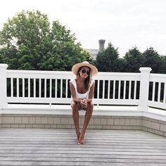 "Julie Sariñana na Instagramie: ""Balcony loungin' at the @revolveclothing summer house. #revolveinthehamptons"""