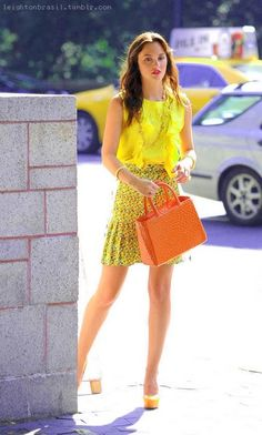 Leighton Meester in giallo sul set di Gossip Girl Gossip Girl Blair, Gossip Girls, Gossip Girl Season 5, Mode Gossip Girl, Estilo Gossip Girl, Blair Waldorf Gossip Girl, Gossip Girl Outfits, Gossip Girl Fashion, Girly Outfits