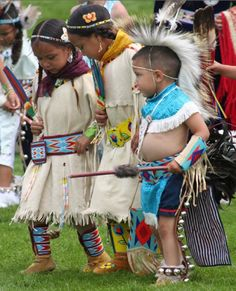 Tiny tots at the 2010 Plains Indian Museum Powwow Native Child, Native American Children, Native American Regalia, Native American Beauty, American Indian Art, Native American History, Indian Pow Wow, Native Indian, Red Indian
