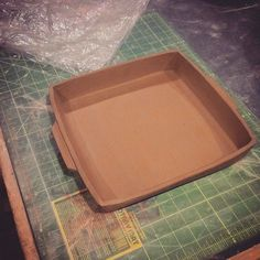 How to make a square baking dish slab method - Art in the Attic Studio Hand Built Pottery, Slab Pottery, Ceramic Pottery, Ceramic Techniques, Pottery Techniques, Ceramics Projects, Clay Projects, Ceramics Ideas, Ceramic Clay