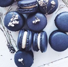 Lovely midnight macaroons // In need of a detox? Get 10% off your @SkinnyMeTea 'teatox' using our discount code 'Pinterest10' at skinnymetea.com.au