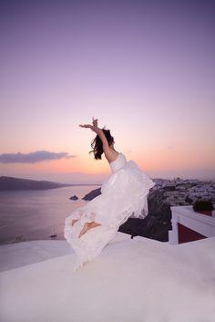 Flying #Oia, #Santorini #PreWedding #Bride