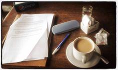 Un sábado de mayo viajé a #Tandil para entrevistar a los @ikvoficial 🎤 En la terminal: café, birome, anteojos y el cuestionario impreso ☕ Hoy 23hs. escucharán la nota en www.CalorFrio.com.ar || www.RadioLedOnline.com 📻