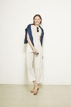 knit ¥30,000 tops ¥7,000 pants ¥29,000 sunglasses ¥19,000 sandals ¥8,800