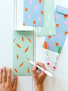 Diy contemporary gift envelopes or utensil holders for your Easter table to make