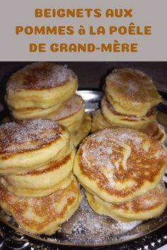 Here are really simple apple donuts but just too good ! Good hot apple fritters are really delicious. Beignets, Donut Recipes, Baking Recipes, Snack Recipes, Apple Desserts, Easy Desserts, Desserts With Biscuits, Thermomix Desserts, French Toast Bake