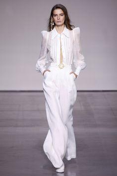 New York Fashion Week! Zimmermann Spring 2018 Ready to Wear Collection! Fashion Week Paris, New York Fashion, Fashion 2018, Runway Fashion, Fashion Dresses, Fashion Weeks, New Yorker Mode, Fashion Show Collection, White Fashion