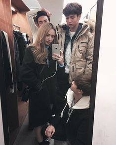 Korean Fashion On The Streets Of Paris Boy And Girl Best Friends, Cute Friends, Ulzzang Korea, Ulzzang Boy, Korean Couple, Korean Girl, Boy And Girl Friendship, Korean Best Friends, Boy Photography Poses