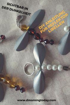 Reflekoren sind wichtig im Straßenverkehr. Mit meiner DIY Idee kannst du selber welche basteln. Diy For Kids, Pearl Earrings, Pearls, Lifehacks, Jewelry, Kids Diy, Craft Instructions For Kids, Wine Festival, Kid Recipes