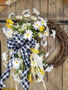 Daisy Front door wreath, White Daisy Wreath, Wreath Great for All Year Round, Wedding Wreath, Door W Wreath Hanger, Diy Wreath, Wreath Ideas, White Wreath, Tulle Wreath, Hydrangea Wreath, Burlap Wreaths, Wreath Crafts, Mesh Wreaths