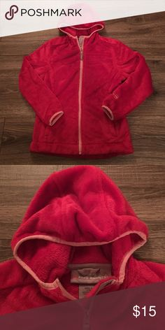 Girls Red Coat Girls Red Coat- Size 7/8: EUC coat- there are no tears or stains. The fur is red with a light pink trim. The Coat is made from 100% polyester. It comes from a smoke free home. Free Country Jackets & Coats
