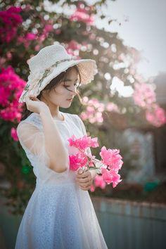 Royalty free photo: Woman Wearing Sun Hat and White Dress Holding Pink Bougainvilleas, beautiful, beauty, cute Walpaper Black, Cheap Wedding Flowers, Wedding Ideas, Whatsapp Dp Images, Homecoming Dresses, Wedding Dresses, Spring Wear, Photo Retouching, Photo Editing