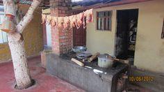 Cocina típica de comida criolla en los Baños del Inca, Cajamarca: ahí pueden pedir su Cuy cocinado ecológicamente en cocina de leña.