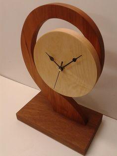 Diy Clock, Clock Ideas, Diy Resin Lamp, Clocks Inspiration, Traditional Clocks, Patterned Furniture, Small Woodworking Projects, Cool Clocks, Wall Clock Design