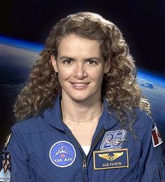 Julie Payette born and raised in Montreal. She is the second Canadian woman to have flown in space. Not only is she an astronaut, but Julie is an accomplished musician who has sung with the Montreal Symphonic Orchestra Chamber Choir. I Am Canadian, Canadian History, Great Women, Amazing Women, Commercial Pilot, How To Speak Russian, Canada 150, International Space Station, Space Program