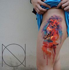 Aquarell-Tattoos kann nicht jeder Tätowierer stechen. Als einer der Besten seines Fachs gilt für diese Art Tattoo Ondrash, dessen Tattoo Motiv Fuchs ihr