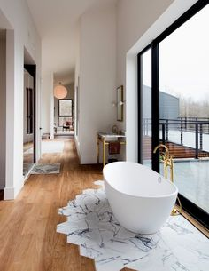 Damian and Britt Zunino, the husband-and-wife partners of the New York design firm Studio DB, designed and built a home for weekend getaways, Casa de banho Bathroom Interior, Home Interior, Interior Design, Design Interiors, Marble Interior, Interior Doors, Interior Paint, Style At Home, Design Case