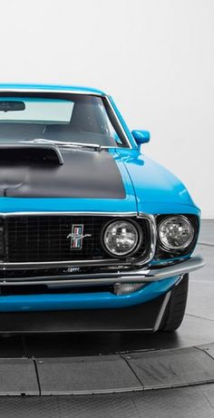 This Ford Mustang Boss 302 has the old school looks that we all desire, with outstanding modern performance. Click the image to be blown away! Ford Mustang Boss, Mustang Cars, Old Muscle Cars, American Muscle Cars, Ford 2000, Gp Moto, Automobile, Classic Mustang, Old School Cars