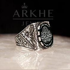 """Arapça """"TEVEKKELTÜ ALALLAH"""" Yazılı Gümüş Erkek Yüzük - Arkhe Jewel Class Ring, Rings, Jewelry, Jewlery, Jewerly, Ring, Schmuck, Jewelry Rings, Jewels"""