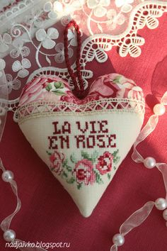 cross stitch heart/ la vie en rose / coeur - point de croix  / Veronique Enginger