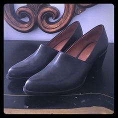 Closed toe work shoes Wide heel pointed toe work shoe. Leather and worn once. Ann Marino Shoes Flats & Loafers