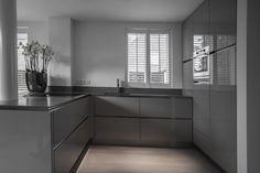 Keuken U Vorm Home Room Design, Kitchen Cabinet Design, Kitchen Remodel, Kitchen Decor, New Kitchen, Kitchen Furniture Design, Interior Design Kitchen Contemporary, Kitchen Renovation, Kitchen Living