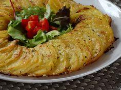 La ghirlanda di patate è un contorno insolito, perfetto per accompagnare i vostri secondi piatti per un'occasione speciale. Ecco la ricetta!